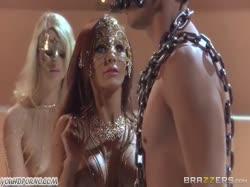 Скриншот для Секси танцовщица с большими дойками устроила красивое порно