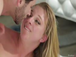 Чел завел сисястую блондинку кунилингусом и довел сексом до оргазма 2