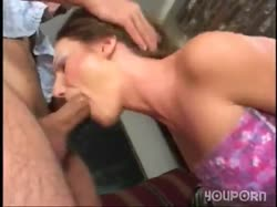 Деваха сосет большой член и ей много раз кончают в рот 1