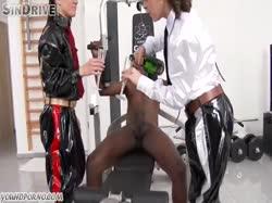 Скриншот для Красотки в униформе сосут здоровый член негру