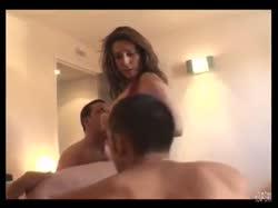 Скриншот для Сисястую репортершу мужики отымели в отеле
