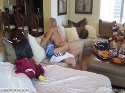 Шикарная гламурная блонди с большими сиськами снимает с парнем домашнее порно 2