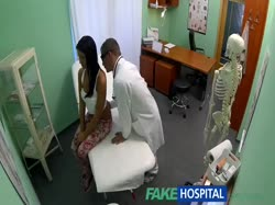 Доктор с жопастой брюнеткой снимает порно от первого лица 1