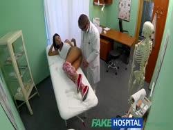 Доктор с жопастой брюнеткой снимает порно от первого лица 3