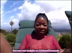Негритянка в костюме из сеточки трахнулась с челом в анал 1