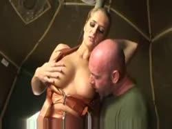 Скриншот для Сисястая проститутка соблазнила солдата и трахнулась в анал