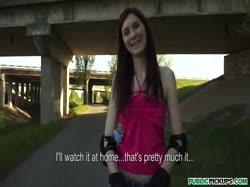Скриншот для Молодую девушку на роликах соблазнили трахнуться от первого лица